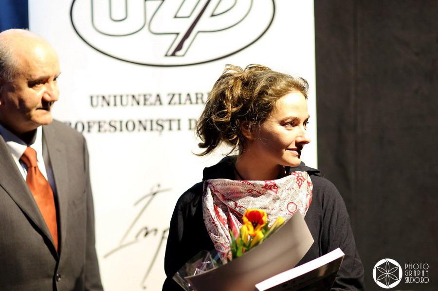 Cristina Nichitus Roncea premiata pentru Alaptarea e Iubire de Uniunea Ziaristilor Profesionisti din Romania 2015 - 2016 - Photography Studior Ro