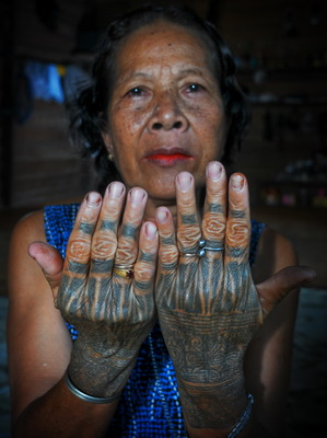https://i0.wp.com/www.photojournale.com/data/media/175/tatto_hand_1.jpg