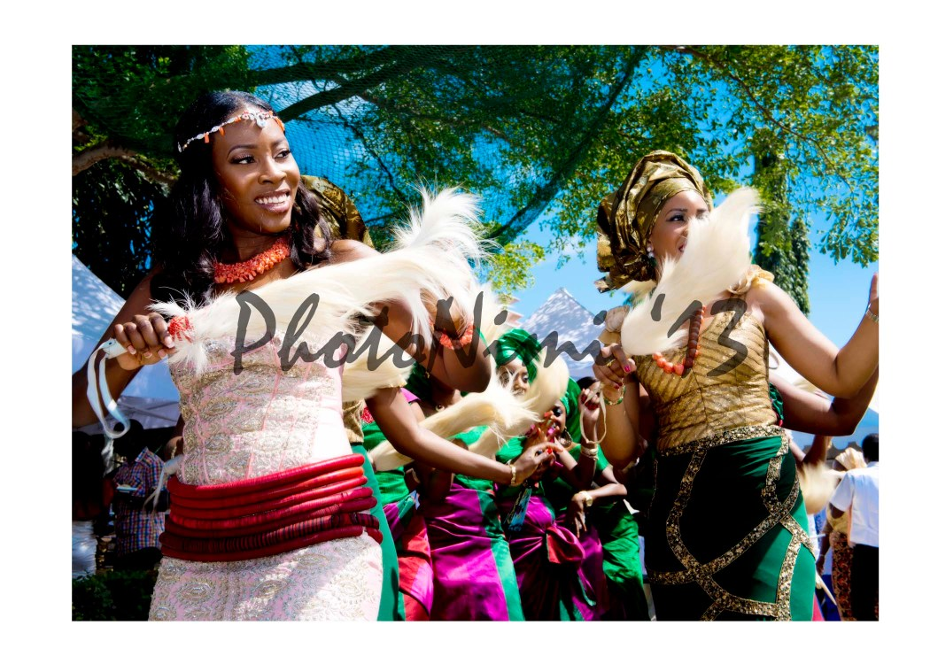 bride and friends, traditional dance, photo nimi