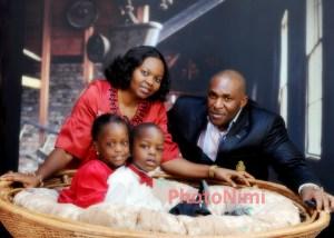 lovely family photo in the studio, photonimi