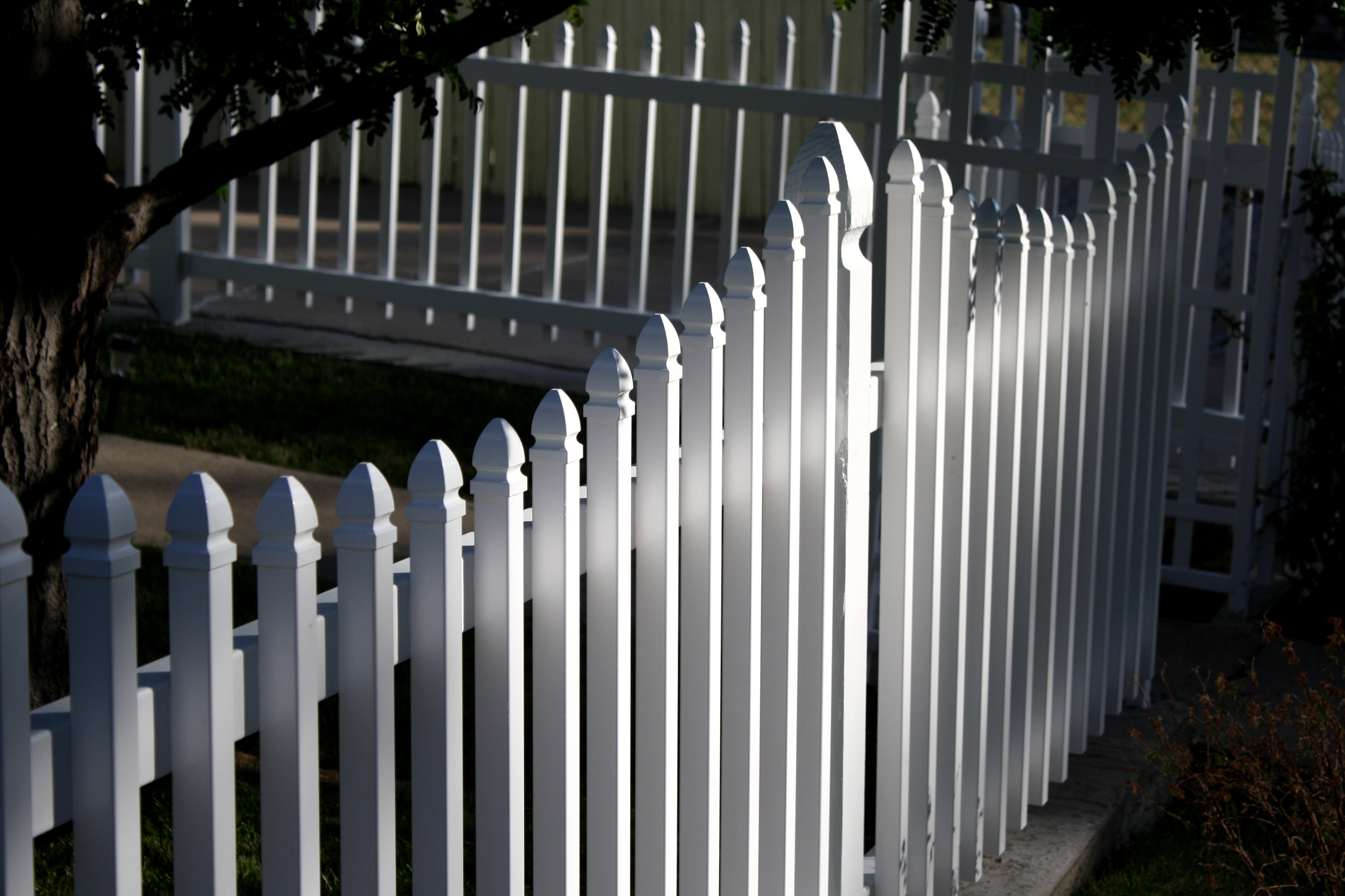 white picket fence picture