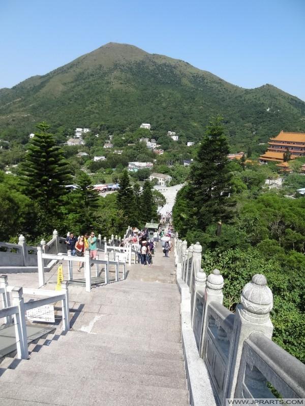 الدرج على طول الطريق (بوذا الكبير، هونغ كونغ)