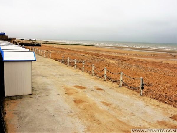 Casetas de baño en la playa de Cabourg, Francia