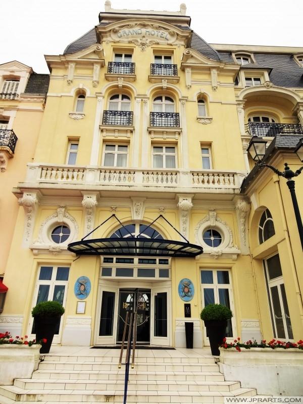 Entrée du grand hôtel à Cabourg, France
