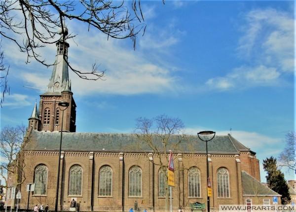 Seitenansicht des Sint-Dionysius-Kirche in Tilburg, Niederlande