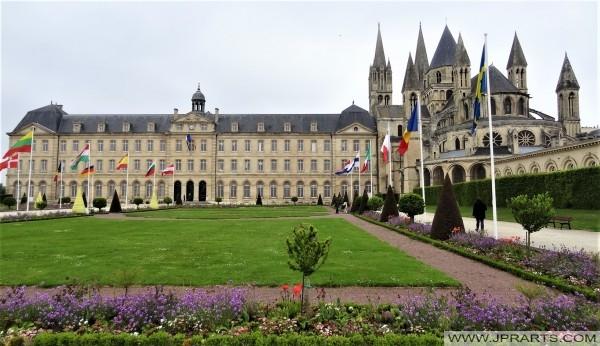 La Mairie et l'Abbaye aux Hommes à Caen, en France