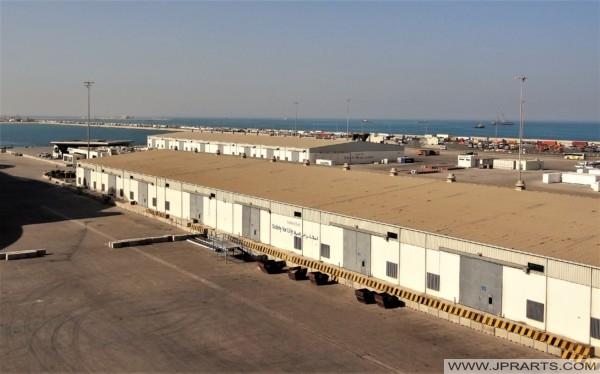 المستودعات ومرافق التخزين في ميناء خليفة بن سلمان في البحرين