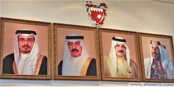 صور لحكام البحرين (تم تصويرها في متحف النفط)