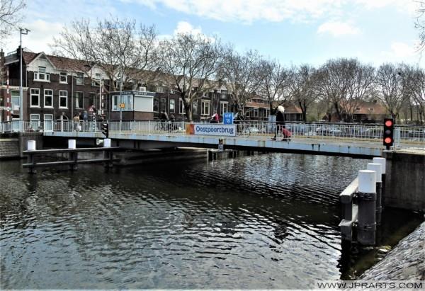 Oostpoortbrug in Delft, Nederland