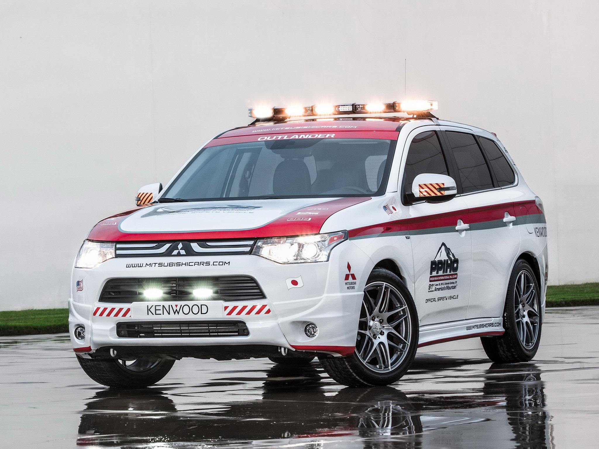 2013 Mitsubishi Outlander GT Pikes Peak Safety Car