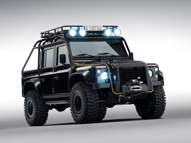 2015 Land Rover Defender 110 007 Spectre