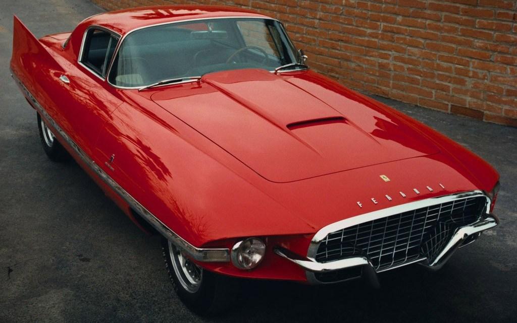 Ferrari 410 Superamerica Ghia 1956 avec un design extravagant