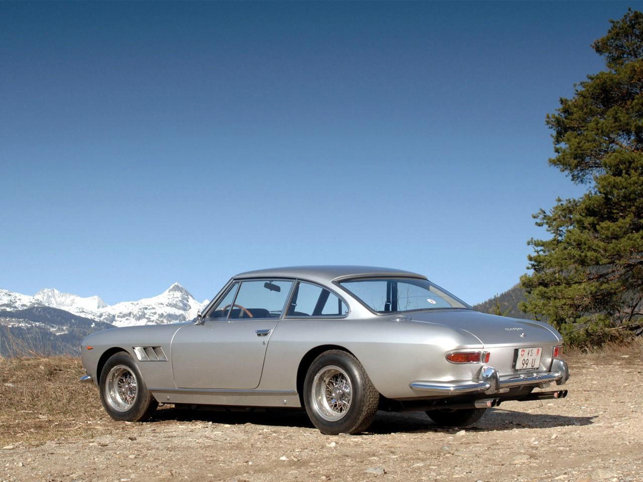 Ferrari 330 GT 2+2 Serie II 1965 (arriere)
