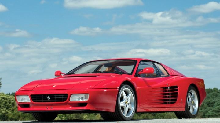 Ferrari 512 TR Testarossa 1992 : Très basse avec un arrière très large