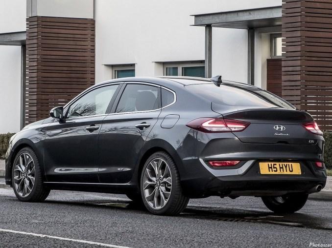 Hyundai i30 Fastback 2018 [02]