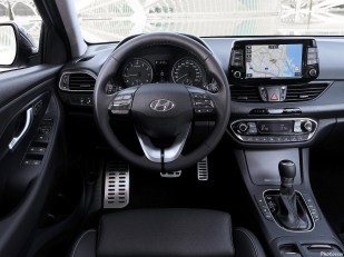 Hyundai i30 Fastback 2018 [09]