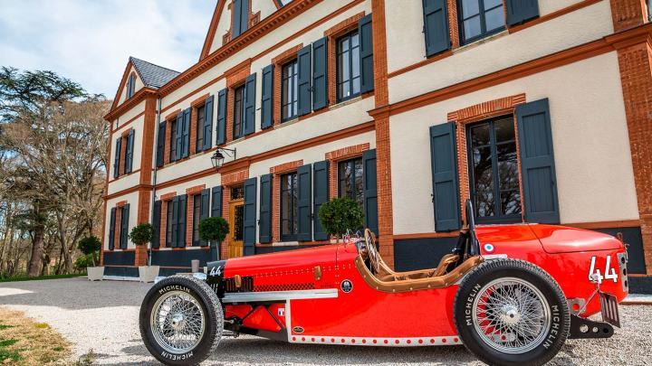 Devinci Classic D417 voiture de course des années 30 tout électrique.