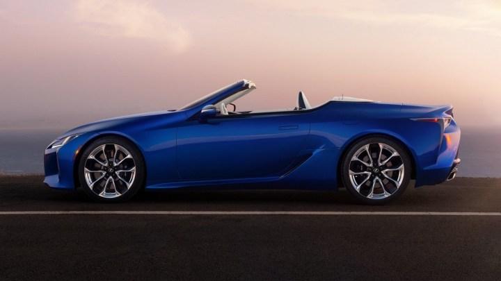Lexus LC 500 Convertible 2021 équipé d'un V8 de 5,0 l avec 471 chevaux