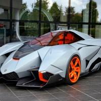La Lamborghini Egoista Concept affiche des lignes encore plus acérées.