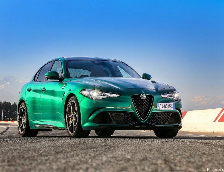 Alfa-Romeo Giulia Quadrifoglio 2020 livrée avec le moteur V6 de 505 ch