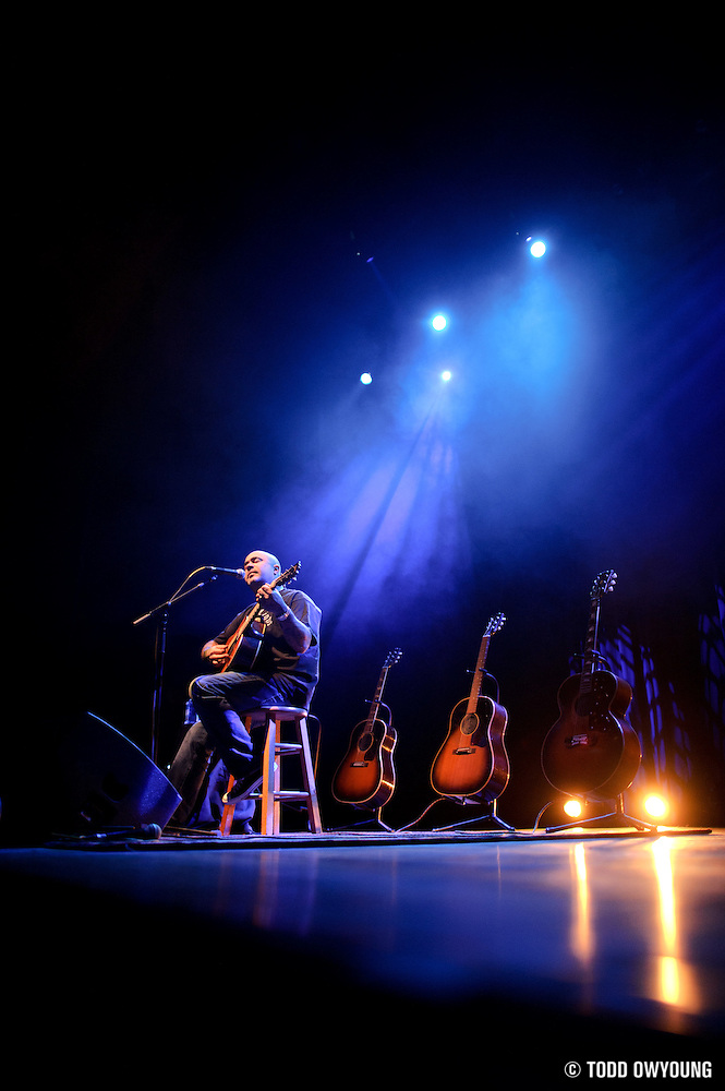Aaron Lewis performs on October 28, 2010 at the Pageant in St. Louis, Missouri. (TODD OWYOUNG)
