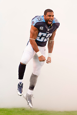NASHVILLE, TN - NOVEMBER 29: Wesley Woodyard #59 of the Tennessee Titans runs onto the field before a game against the Oakland Raiders at Nissan Stadium on November 29, 2015 in Nashville, Tennessee. The Raiders defeated the Titans 24-21. (Photo by Wesley Hitt/Getty Images) *** Local Caption *** Wesley Woodyard (Wesley Hitt/Getty Images)
