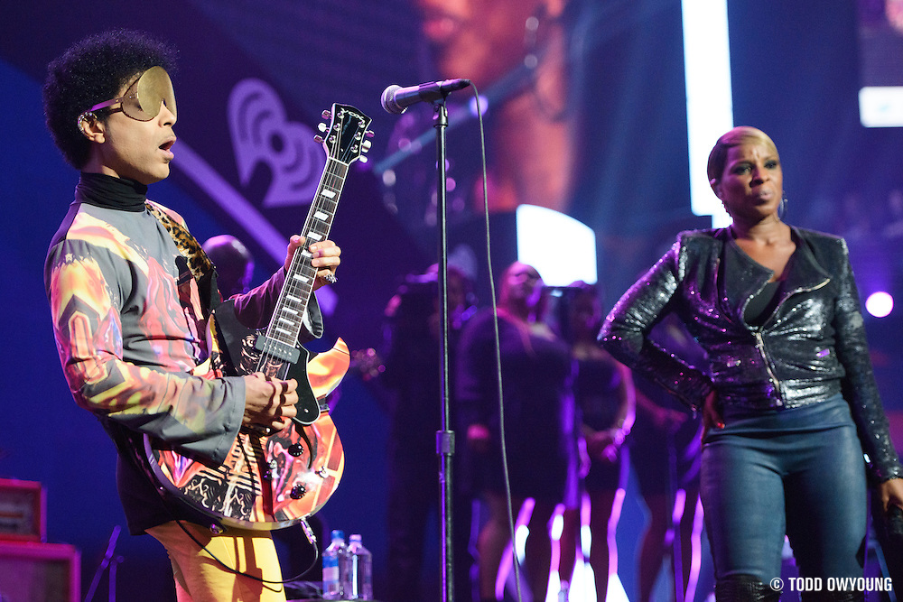 Prince and Mary J. Blige performing at the iHeartRadio Music Festival in Las Vegas, Nevada on September 22, 2012. (Todd Owyoung)