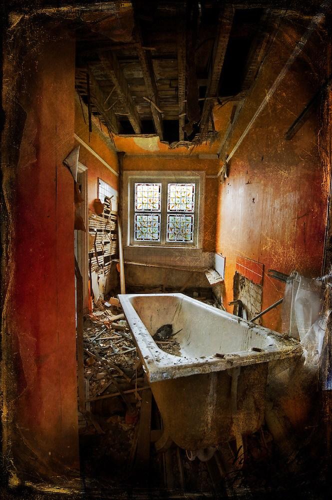 Bath in abandoned house (Viveca Koh)