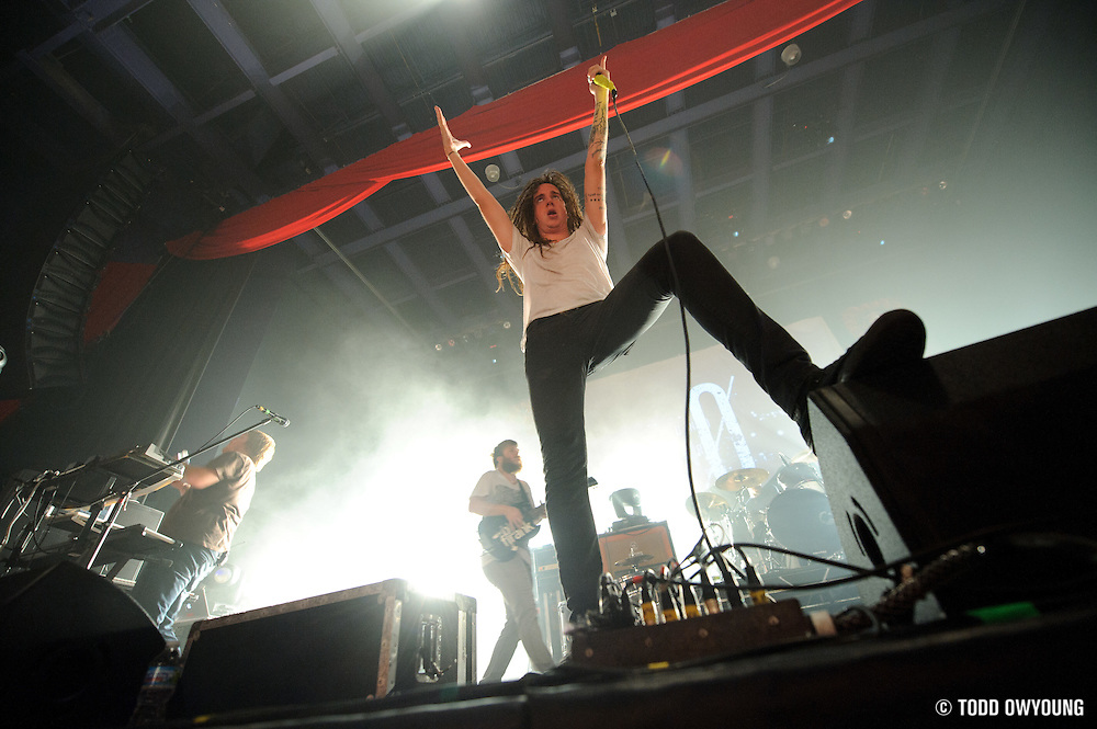 """Photos of Christian metalcore band Underoath performing at the Pageant in St. Louis on July 25, 2010 on """"The Cool Tour."""" (© Todd Owyoung)"""