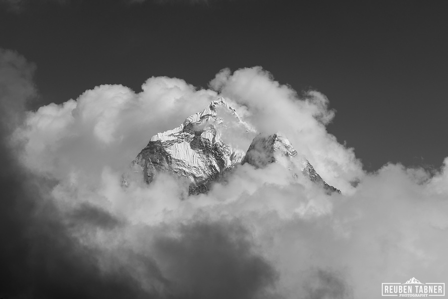 The summit of Ama Dablam rises above a sea of cloud, seen from the Thokla Pass at 4830 metres. (Reuben Tabner/© Reuben Tabner)