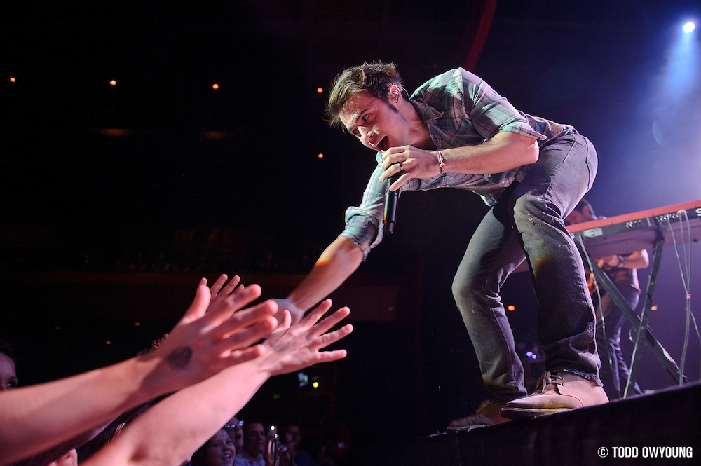 Photos of American Idol Season 8 winner Kris Allen performing at the Pageant in St. Louis in support of Lifehouse. (Todd Owyoung)