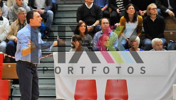 Heidelbergs Trainer Branislav Ignjatovic beim Spiel in der Pro A, MLP Academics Heidelberg - Gladiators Trier. Foto © PIX-Sportfotos *** Foto ist honorarpflichtig! *** Auf Anfrage in hoeherer Qualitaet/Aufloesung. Belegexemplar erbeten. Veroeffentlichung ausschliesslich fuer journalistisch-publizistische Zwecke. For editorial use only. (PIX-Sportfotos/Michael Ruffler)