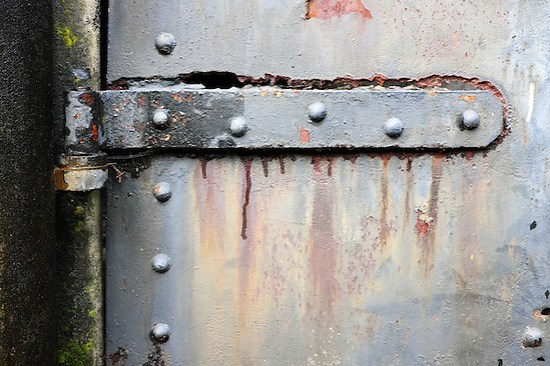 Rusty steel hinch on steel bunker tunnel door, Artillery Hill, Fort Warden State Park, Port Townsend, Washington, USA (Brad Mitchell)