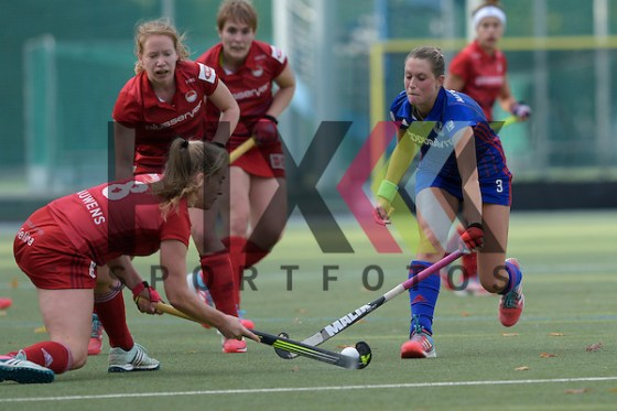 GER - Mannheim, Germany, October 22: During the women hockey match between Mannheimer HC (blue) and Rot-Weiss Koeln (red) on October 22, 2016 at Mannheimer HC in Mannheim, Germany. Final score 2-4 (HT 1-1).  Cecile Pieper #3 of Mannheimer HC, Lena Vonhoegen #8 of Rot-Weiss Koelnü Foto © PIX-Sportfotos *** Foto ist honorarpflichtig! *** Auf Anfrage in hoeherer Qualitaet/Aufloesung. Belegexemplar erbeten. Veroeffentlichung ausschliesslich fuer journalistisch-publizistische Zwecke. For editorial use only. (Michael Ruffler/PIX-Sportfotos)