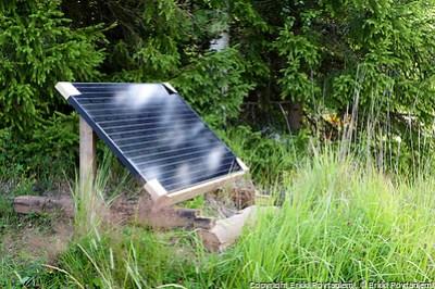 Aurinkopaneeli asennettiin kesällä 2014 asuntovaun sähköntarpeeseen.