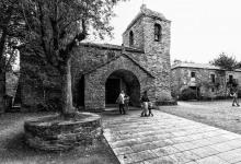 È la porta d'accesso alla Galizia per chi percorre il Cammino di Santiago. Cebreiro venne fondata prima dell'arrivo dei Romani, come testimoniano le