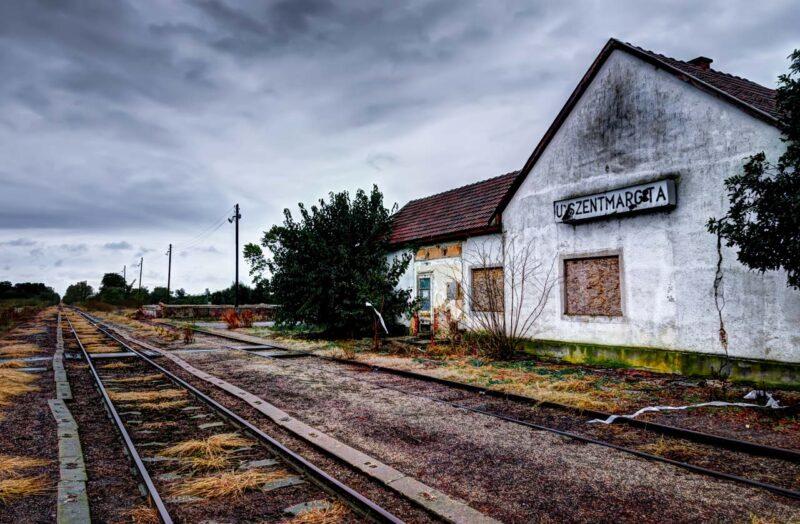Stazioni abbandonate nella puszta ungherese