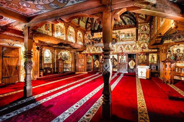 Meraviglie di legno: le antiche chiese del Maramures Interior Barsana wooden church Maramures Romania UNESCO Heritage