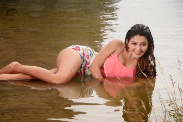 Sonam Bajwa Hd Wallpaper Sonia Mann Age Wiki Height Weight Affair Bikini Photos