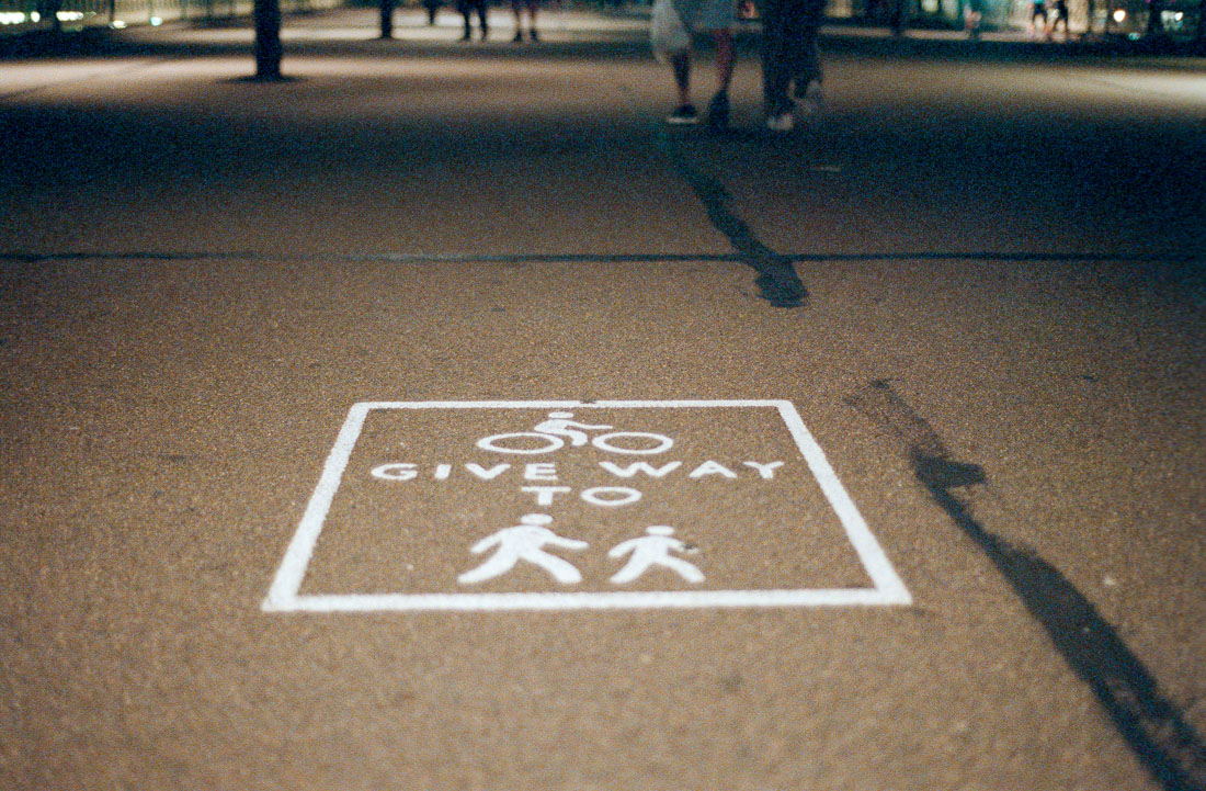 Give way | Nikon F70 | Nikkor 50mm f/1.8 AF | Fujifilm Natura 1600