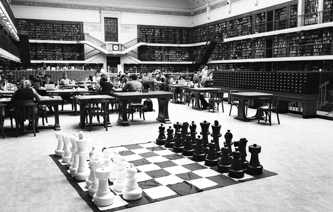 Chess in state library | Leica M3 | Carl Zeiss Biogon 35mm f/2 T* | Ilford HP5 Plus
