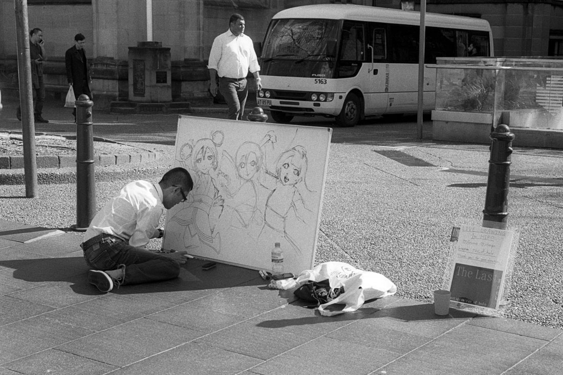 Street cartoonist| Leica M3 | Leitz Summicron 5cm f/2 DR | Ilford HP5 Plus