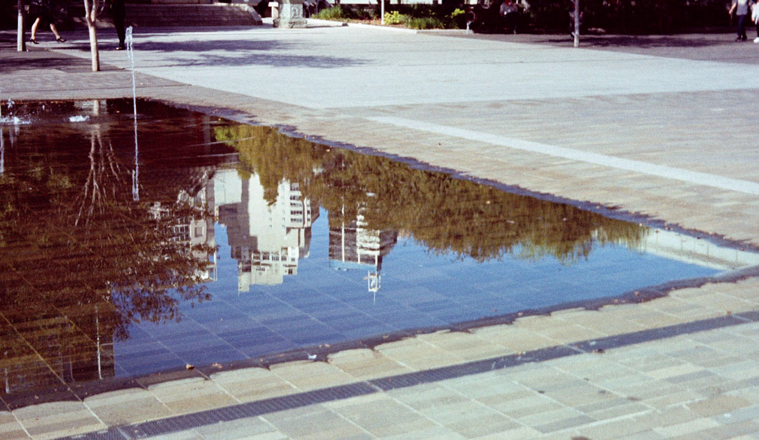 Reflected city | Canon Elph 2 | Fujifilm Nexia A200 (expired)
