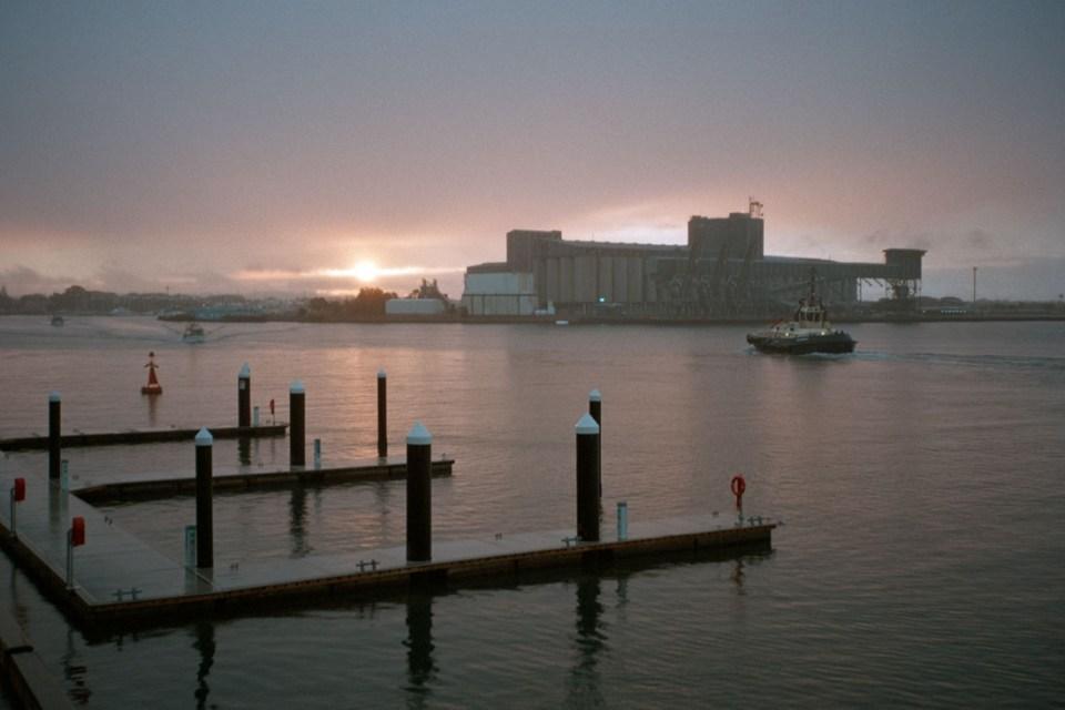 Newcastle, NSW   Nikon Lite.Touch Zoom 140 ED AF   Kodak Ultramax 400