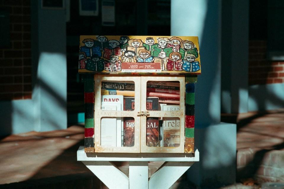 Little library | Topcon RE Super | Topcor 10cm f/2.8 RE Auto | Kodak Pro Image 100