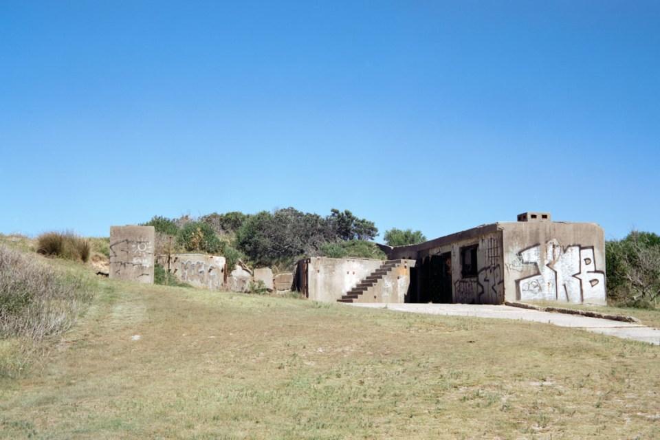 Abandoned building, La Perouse | Voigtländer Bessa I | Cinestill 50D