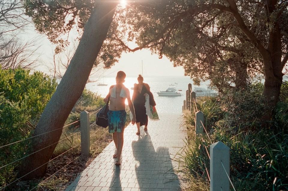 Coming in from the beach | Leica M2 | Carl Zeiss Biogon 35mm f/2 | Kodak Portra 400