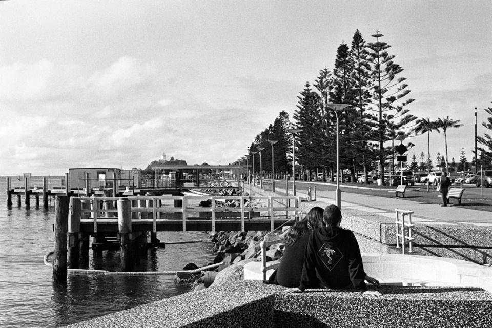 Couple on pier | Nikon F100 | Nikkor 50mm 1:1.8 AF-S G | Ilford HP5 Plus