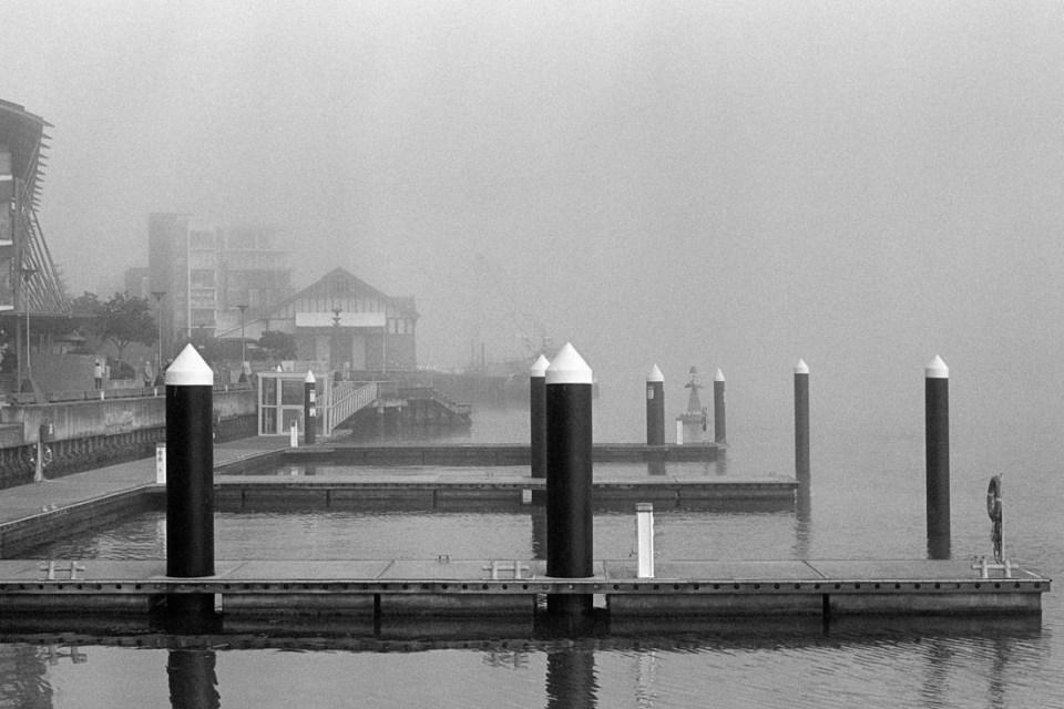Fog on pier | Nikon F100 | Nikkor 50mm 1:1.8 AF-S G | Ilford HP5 Plus