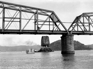 First span of the new Hawkesbury River Bridge being floated to its position, September 15, 1944. (11)